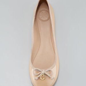 TORY BURCH Nude Chelsea Patent Leather Bow Flats 6